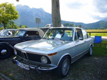 A BMW Classics újatotta fel ezt a 1502-est